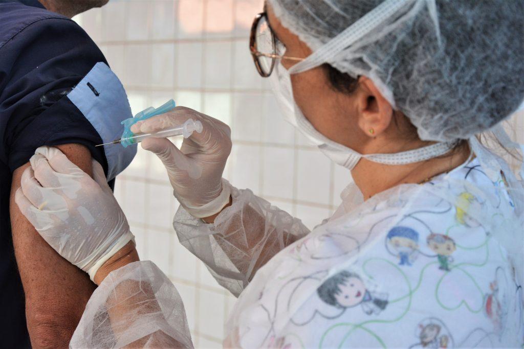 Campanha de vacinação contra gripe na escola municipal Maria de Lurdes Ribeiro Jereissati- Bairro Tancredo neves