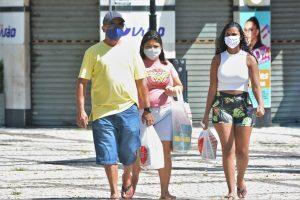 Movimentação de pessoas nas ruas de Fortaleza