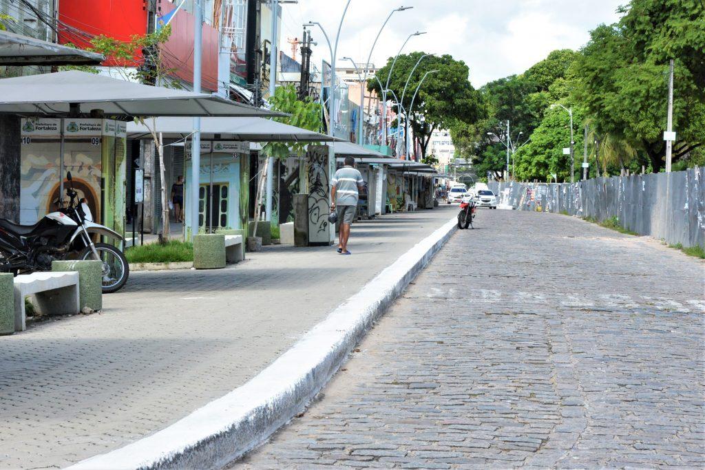 Comércio fechado no centro de Fortaleza durante isolamento social