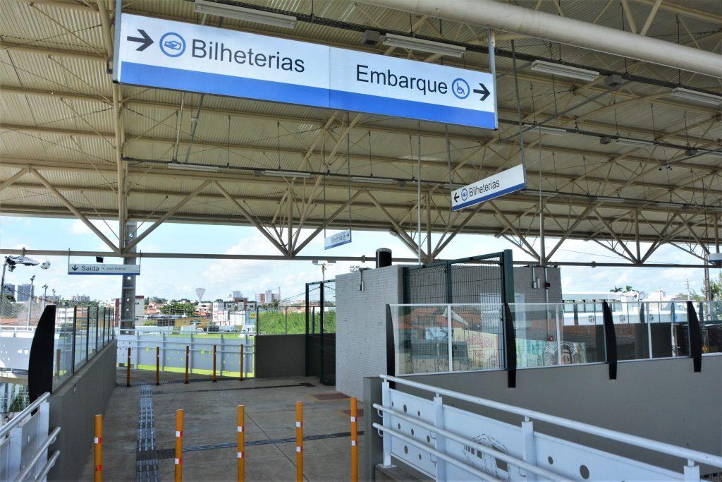 Estação de metrô durante isolamento social