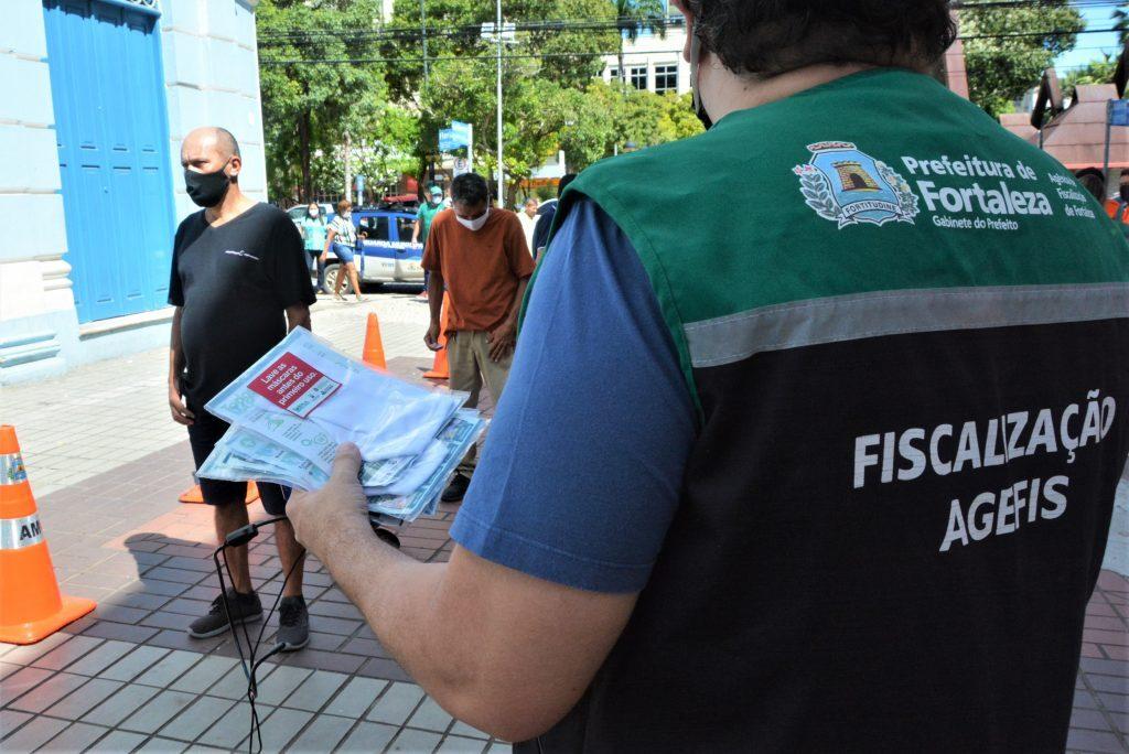 Fiscalização da prefeitura na caixa econômica da praça do Ferreira