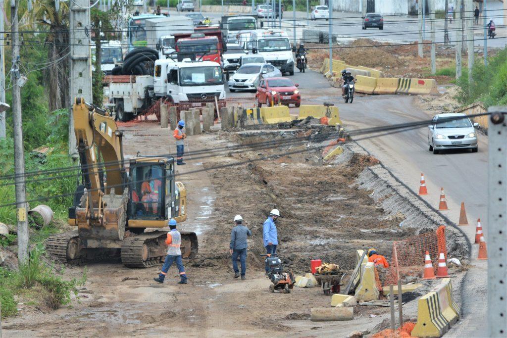 Obras no viaduto do Makro