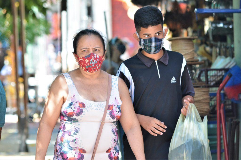 Movimentação de pessoas nas ruas durante pandemia corona vírus