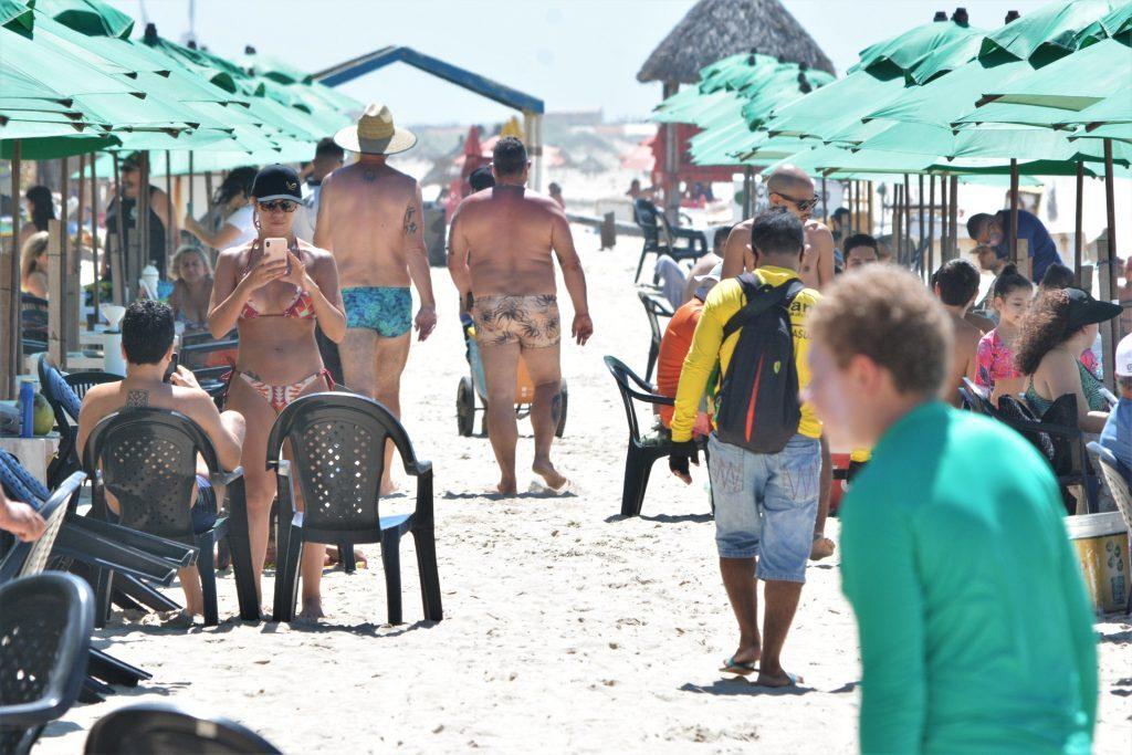 Volta das atividades das barracas de praia em Fortaleza durante pandemia corona vírus
