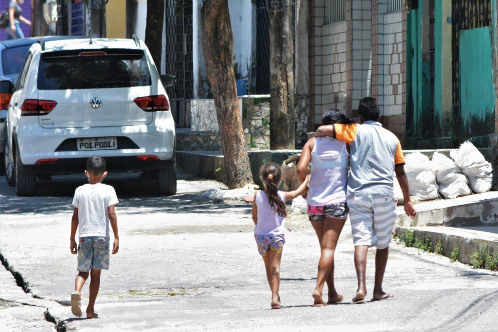 Movimentação de pessoas nas comunidades de Fortaleza