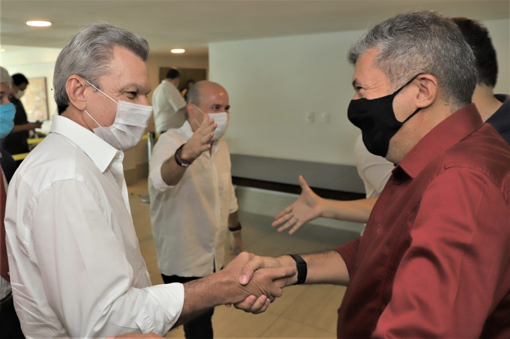 Prefeito de Fortaleza Roberto Cláudio (PDT) participou com aliados da sua última reunião com o secretariado municipal. Com a presença de equipes do prefeito eleito Sarto Nogueira (PDT), e do presidente da Câmara Municipal de Fortaleza, Antônio Henrique (PDT).
